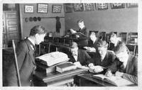 George Sverdrup II teaching a group of students, circa 1905.