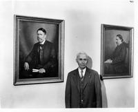 Artist Arnold Klagstad with portraits of Georg Sverdrup and Sven Oftedal